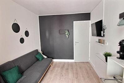 Appartement T1 meuble 16m2 centre Blagnac 460 euros cc