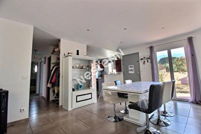 Roquebrune sur Argens -Maison Plain Pied  T4 + Garage.