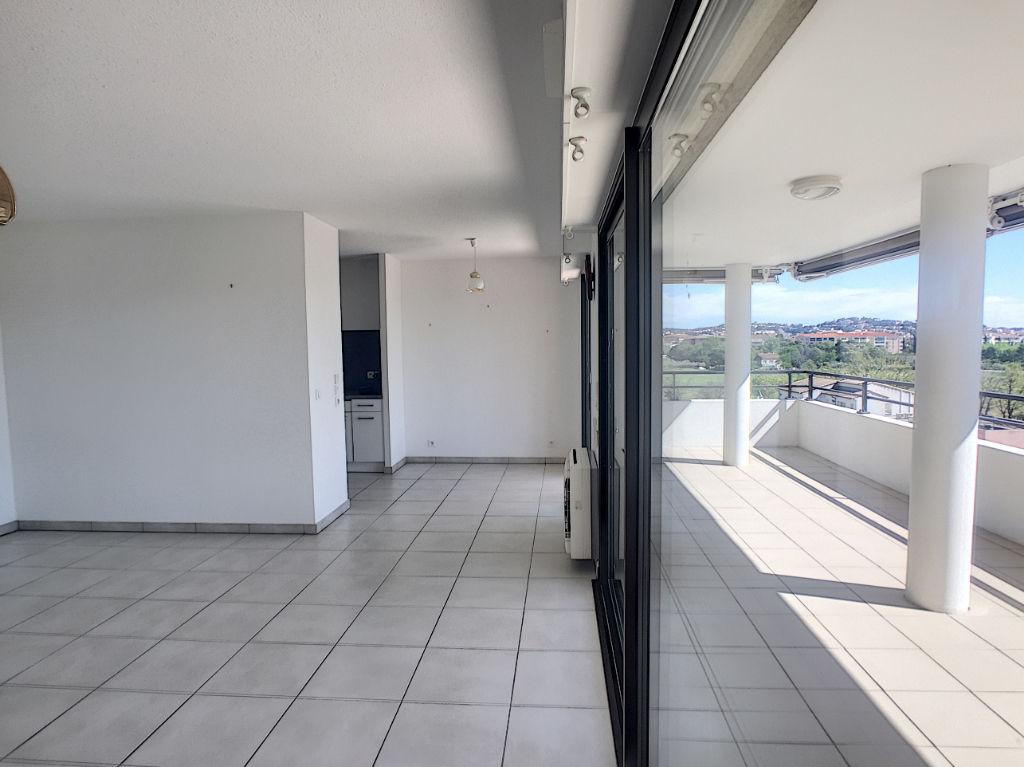 Fréjus-Spacieux T3 - Grande Terrasse + Garage.