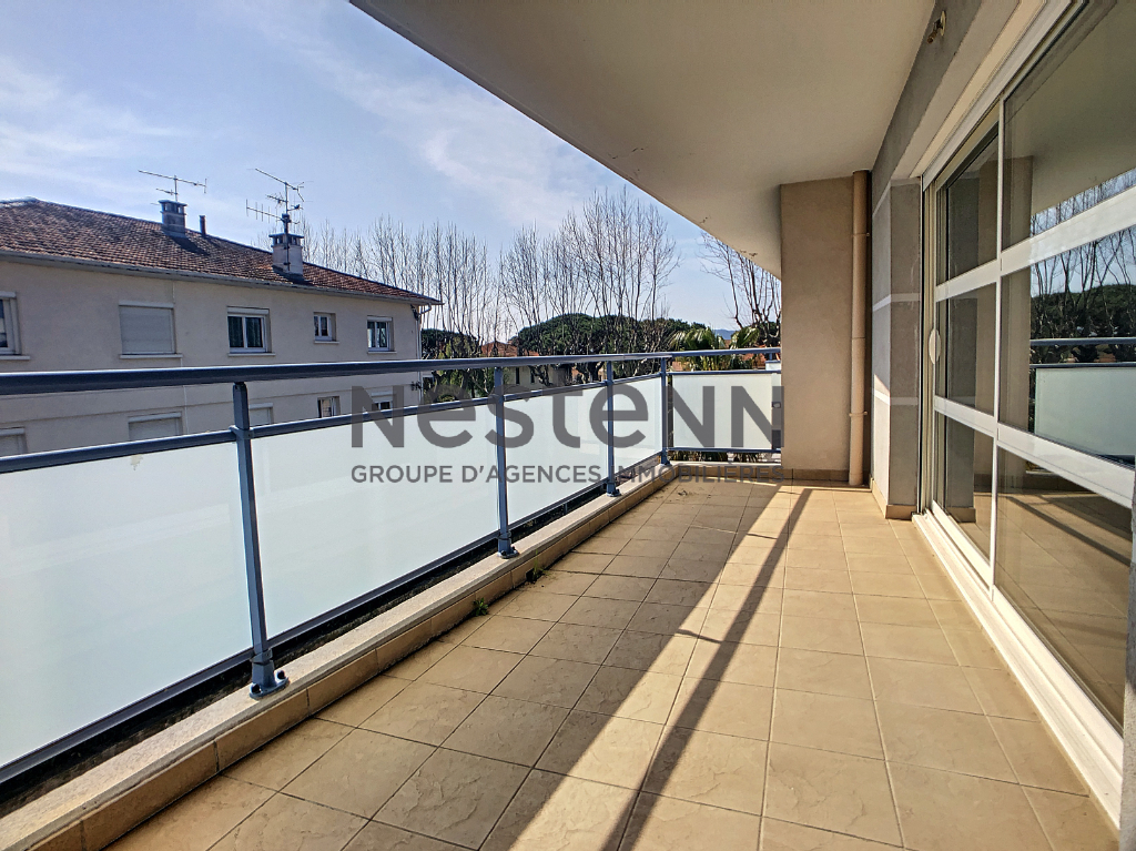 BASE NATURE, PORT-FREJUS GRAND T3 DUPLEX AVEC DOUBLE TERRASSE
