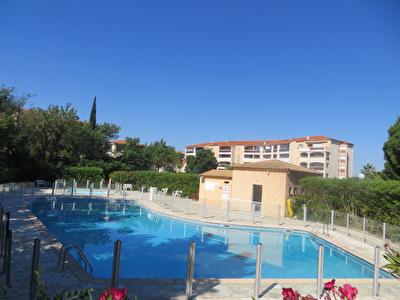 FREJUS, Appartement 2 pieces + parking prive + terrasses