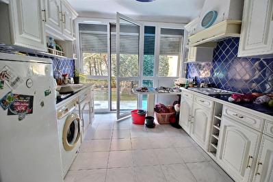 Appartement T2 en rez-de-chaussee dans petite residence fermee