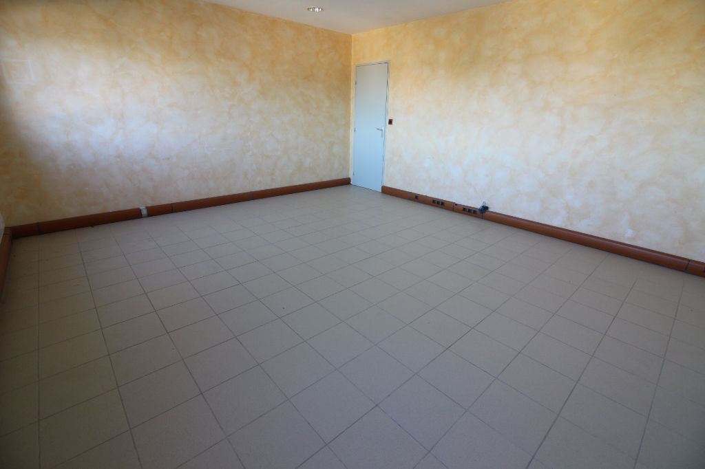 Bureaux Gardanne Zone AVON 75.91 m2