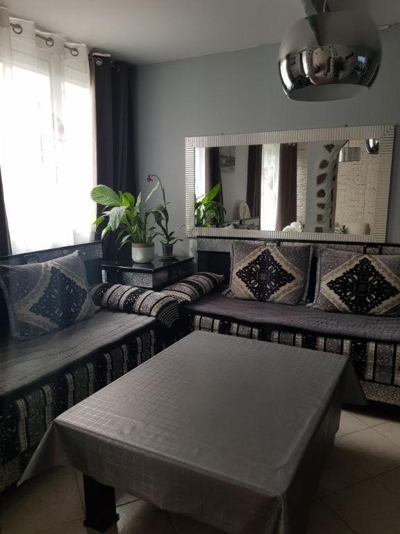 Appartement T4 d'environ 67m² dans secteur calme avec cave et place de parking privée