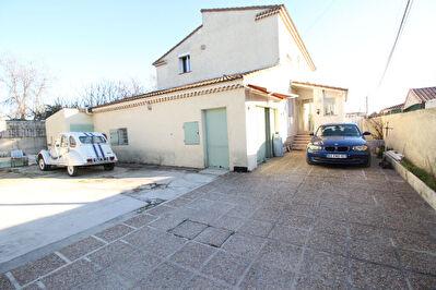 Maison T6 composee de deux logements dans secteur calme et recherche
