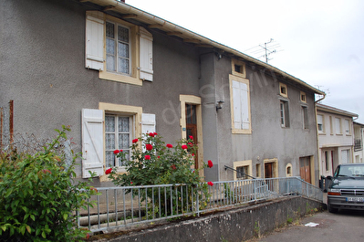 Pierrevillers - maison 3 pieces 91m2 + grange avec dalles 120m2
