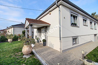 Maison Gandrange - 3 chambres - garage double - jardin