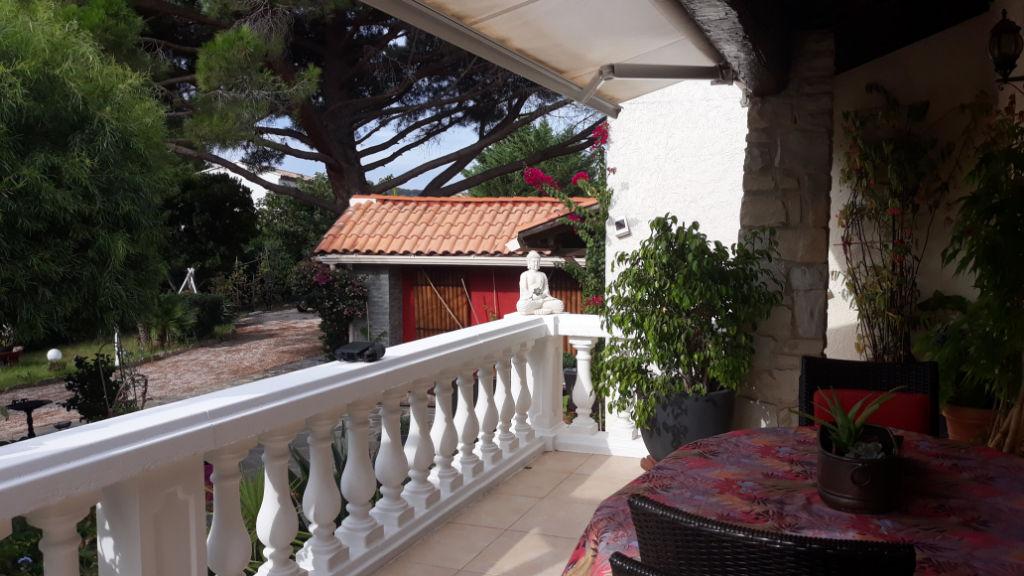photos n°1 La Seyne entre plages et forêt belle villa 3 chambres et dépendances sur 1900 m2