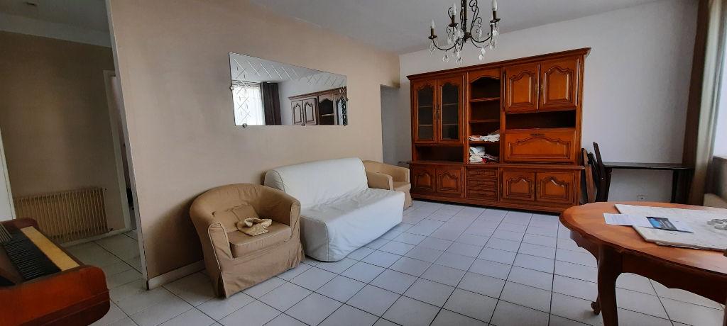 Maison  d'environ 160 m2 ,5 chambres avec cour et double garage