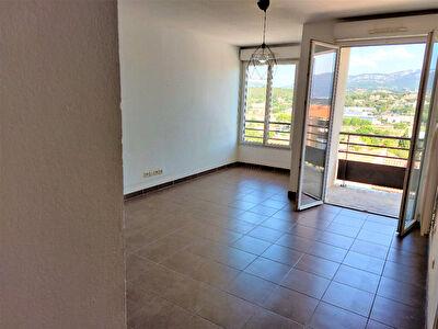 Appartement La Seyne Sur Mer T3 de 54 m2, avec ascenseur et balcons