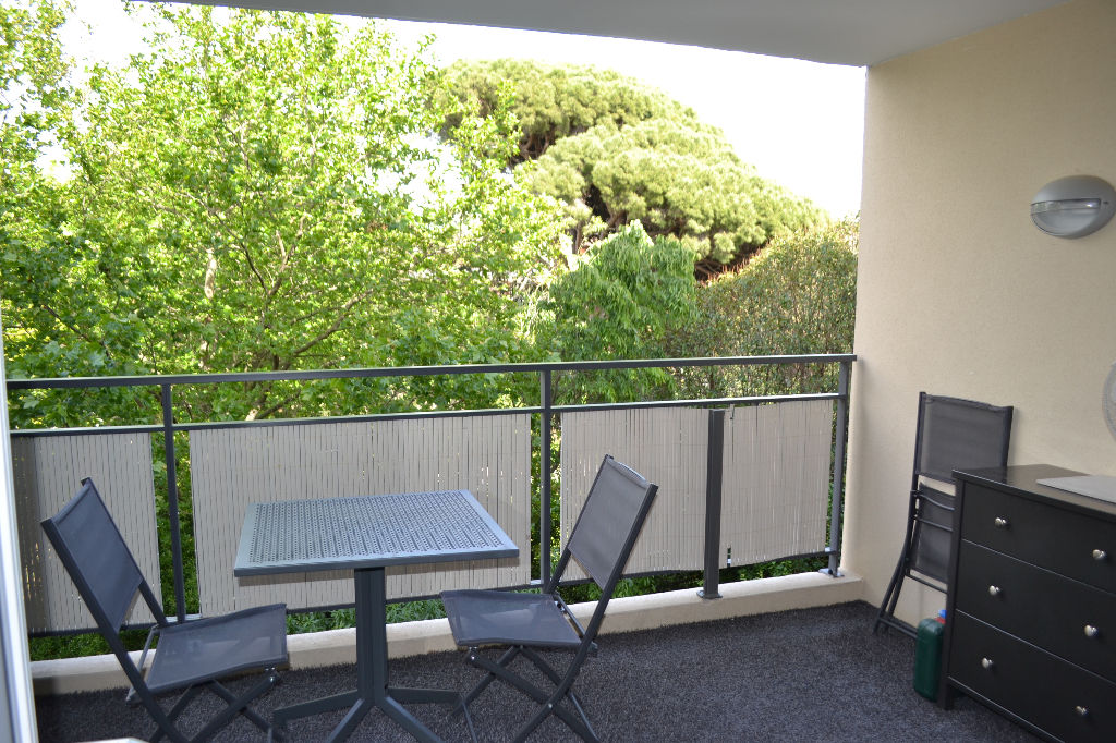 Appartement récent , ascenseur, terrasse, 2 places de parking en sous sol