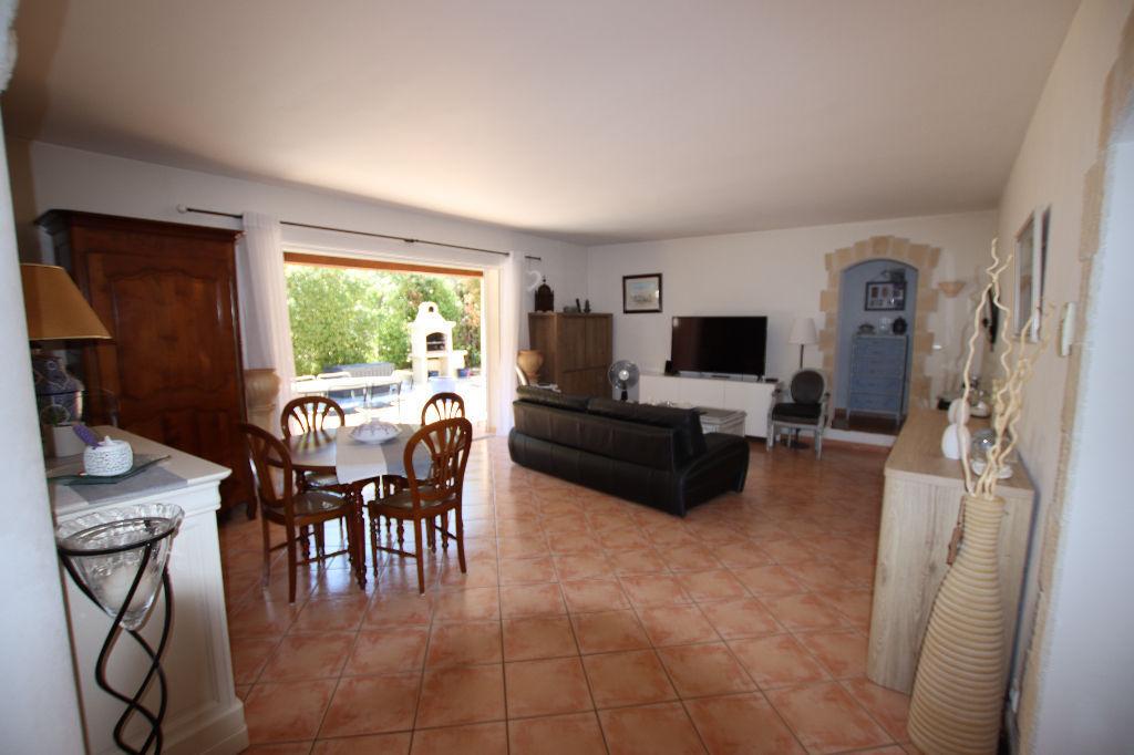 Maison Le Revest Les Eaux 6 pièce(s) 135 m2, 4 chambres, piscine, garage