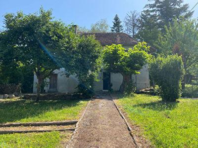 Maison a renover au coeur de Saint Genix les Villages