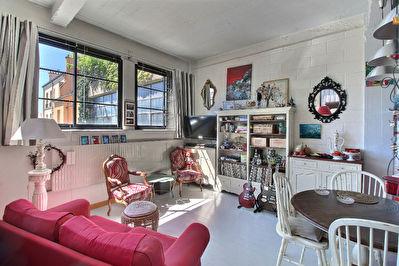 Type LOFT LE PRE ST GERVAIS - 49 m2 - Terrasse - Local Velo - dernier etage