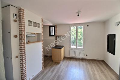 Appartement 2 Pieces au PRE ST GERVAIS - fond de cour au calme, traversant , jouissance terrasse
