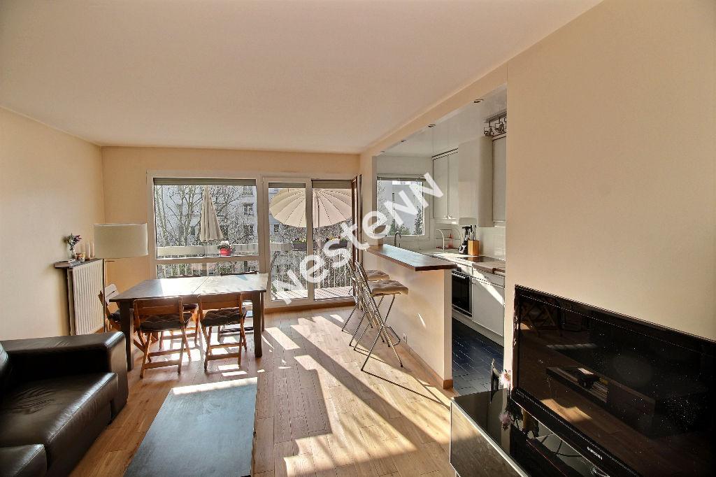 photos n°1 Appartement 3 pièces - Balcon filant - vue jardin - cave -  box- proche rue de belleville- dernier étage