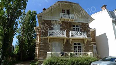 Immeuble Dammarie Les Lys 310 m2