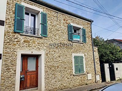 Maison Leuville sur Orge 7 pieces - 4 chambres - 150 m2, terrain : 271 m2
