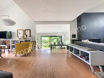 Maison sur 1442 m2 de terrain, garage 100 m2