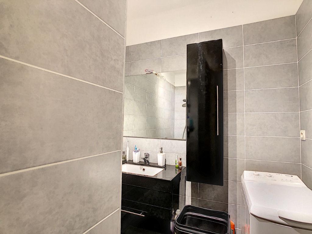 Lyon 5 limite Tassin T3 de 58 m² entièrement rénové en étage élevé