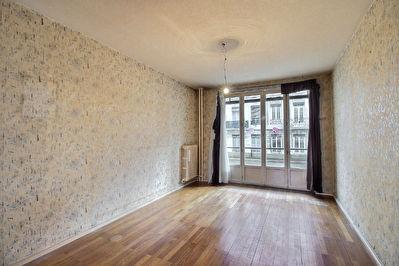 Appartement a renover balcon  centre ville