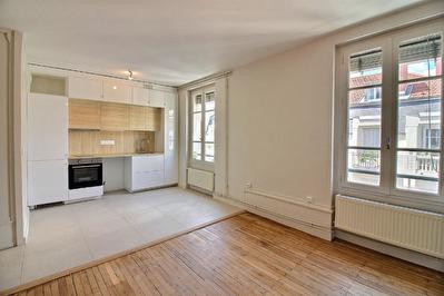Appartement Lyon 7 , T2 dernier etage