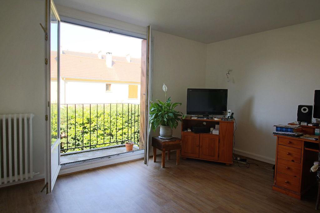 appartement massy 3 pieces 52 m2. Black Bedroom Furniture Sets. Home Design Ideas
