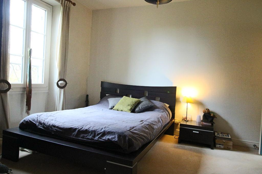 Maison Villebon Sur Yvette 230 m² sur  terrain de 1472 m² garage et dépendances