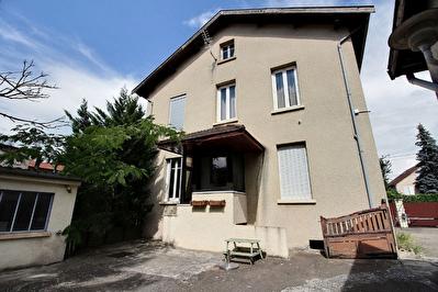 Maison Vaulx En Velin 5 pieces de 145 m2.
