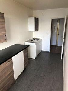 MONTREUIL CROIX DE CHAVAUX - A louer grand appartement 02 pieces 47.00 m2