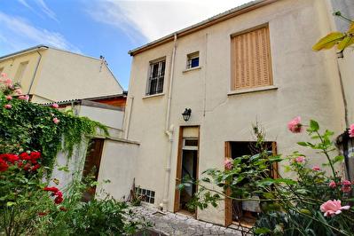 Maison Montreuil 5 pieces 101 m2 PARC DES BEAUMONTS / CROIX DE CHAVAUX