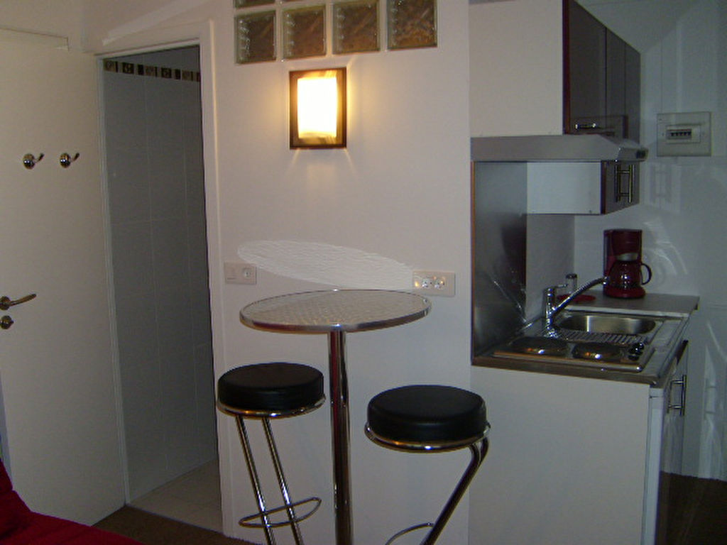 PARIS 12 - COURS DE VINCENNES - STUDIO 15 m²  Proche Métro