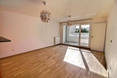 Appartement Reims proche place Luton  4 pieces avec balcon 88.10 m2