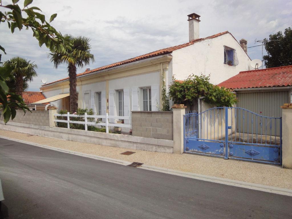 photos n°1 5 min Rochefort : TONNAY CHARENTE , Maison 4 pièces 80 m² + piscine