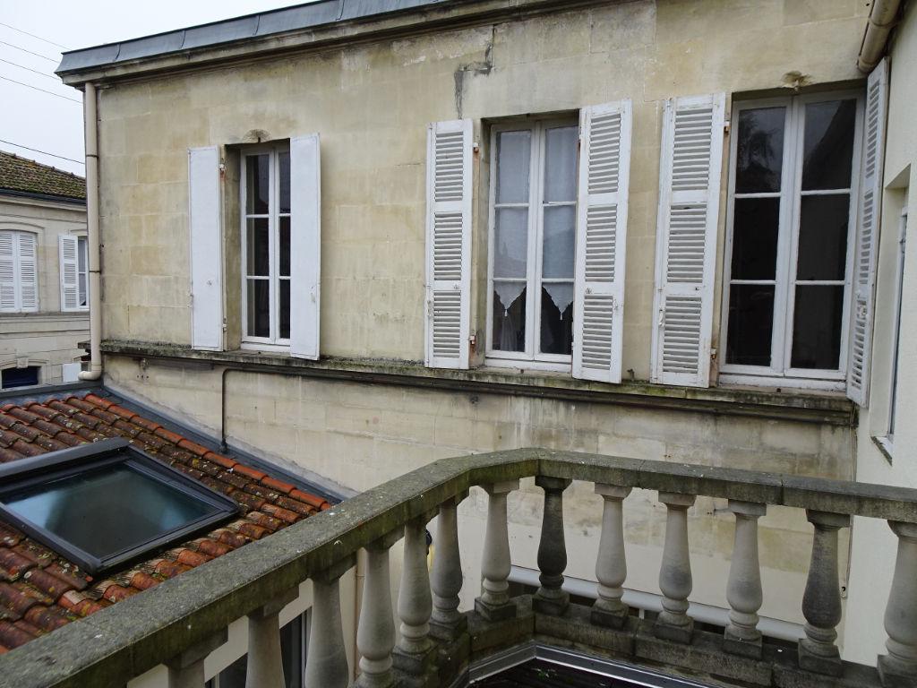 Rochefort : maison d'habitation, cinq chambres.
