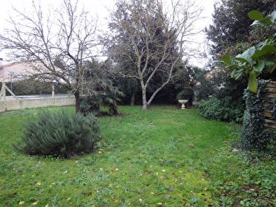 2 min Rochefort : Echillais centre Terrain a batir de 350 m2 hors lotissement.