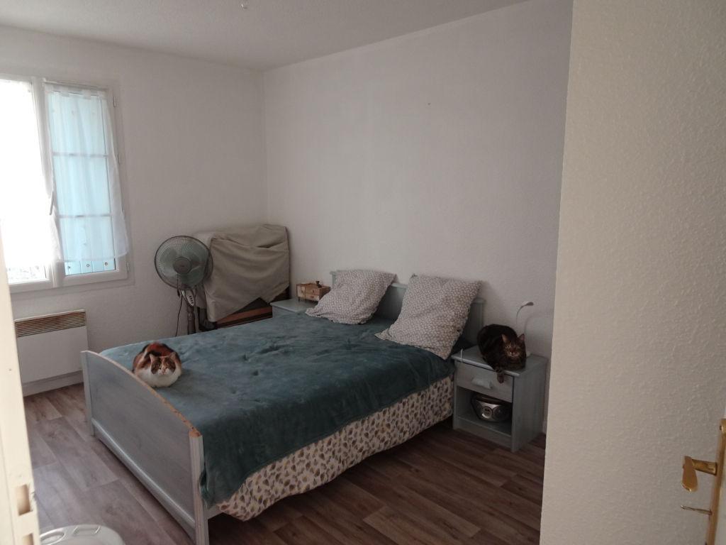 ROCHEFORT: Appartement T2 au rdc avec jardin et stationnement privatifs.