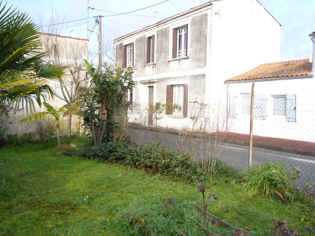 Rochefort Maison en pierres de 4 pièces de 105 m² à rénover