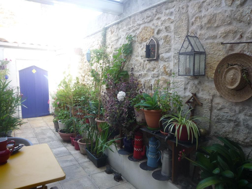 photos n°1 A VENDRE Rochefort Appartement 76 m²  3 pièces RDC avec cour privative