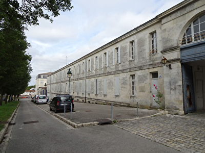 A VENDRE EXCLUSIVITE : ROCHEFORT CURE THERMALE, STUDIO MEUBLE