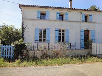EXCLUSIVITE : ENTRE ROCHEFORT ET SAINTES, 4 MIN PONT L'ABBE D'ARNOULT - Maison en pierres d'env. 141 m2 hab.