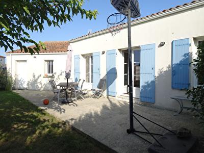EXCLUSIVITE : PONT L'ABBE D'ARNOULT - Maison de Pl.Pied  120 m2 - 3 chambres - garage - terrain clos