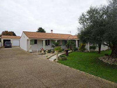 15 Minutes de ROCHEFORT - LA VALLEE - Maison  P.P - 3 chbres + bureau+ dble gge-terrain 1000m2 -piscine