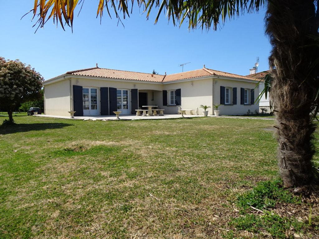 TONNAY-CHARENTE- Maison individuelle 4 chambres- séjour de 75m² garage -terrain de 3800m²