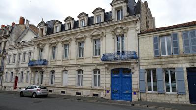 Rochefort Hyper Centre - Appartement Bourgeois  au 1er etage - 2 Balcon