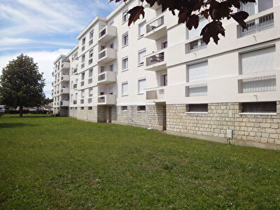 Exclusivite a ROCHEFORT : a 5 min de la piscine - Appartement 3 chambres avec balcon et garage