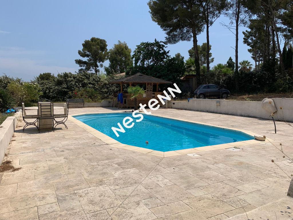 SIX FOURS LES PLAGES Maison 5 pièces, piscine et belle parcelle arborée de 5000M2.