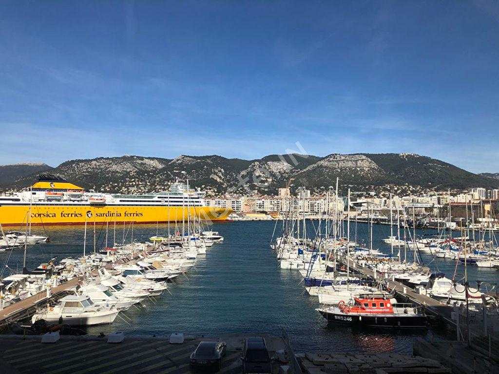 T3 Port Marchand 70 m2 place de parking privative  Vue Mer
