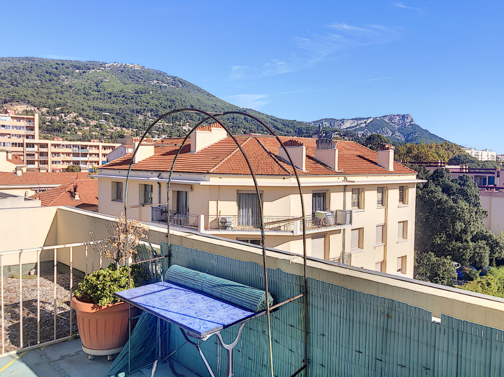 Appartement Toulon T 4  73.38 m2  avec terrasse et Box fermé
