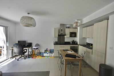 Saint-Cyr-sur-mer - 2 pieces - 40 m2 + terrasse et place de parking privative